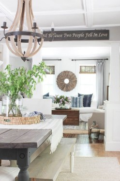 Wonderful Farmhouse Decor Ideas With Beautiful Greenery15