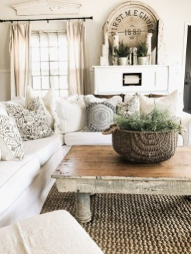 Wonderful Farmhouse Decor Ideas With Beautiful Greenery18