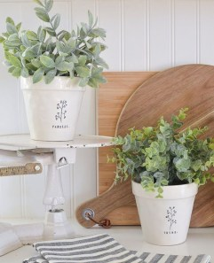 Wonderful Farmhouse Decor Ideas With Beautiful Greenery21