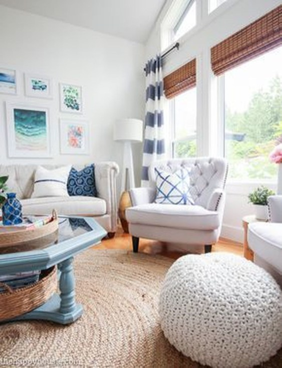 Attractive Lake House Living Room Decor Ideas40