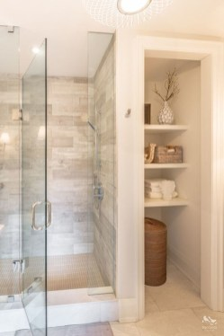 Captivating Small Master Bathroom Ideas09