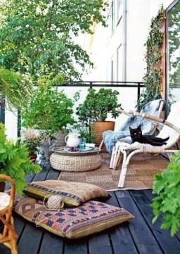 Enjoying Summer Balcony Decor Ideas17