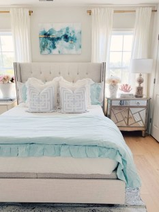 Impressive Coastal Bedroom Decorating Ideas05