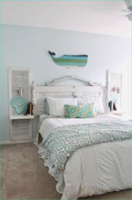Impressive Coastal Bedroom Decorating Ideas16