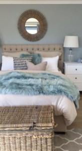 Impressive Coastal Bedroom Decorating Ideas21