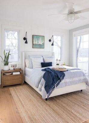 Impressive Coastal Bedroom Decorating Ideas33