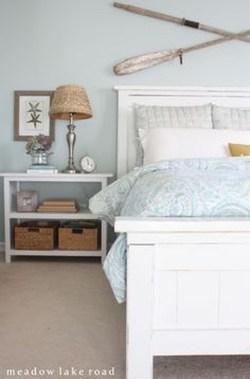 Impressive Coastal Bedroom Decorating Ideas35