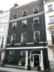 Incredible Homes Decorating Ideas With Black Exteriors02