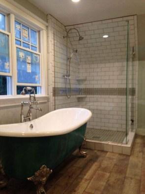 Minimalist Bathroom Bathtub Remodel Ideas27