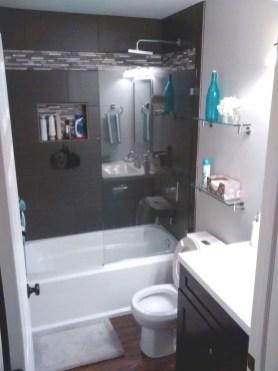 Minimalist Bathroom Bathtub Remodel Ideas36