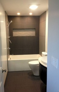 Minimalist Bathroom Bathtub Remodel Ideas38