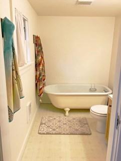 Minimalist Bathroom Bathtub Remodel Ideas41