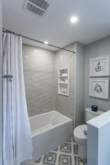 Minimalist Bathroom Bathtub Remodel Ideas46