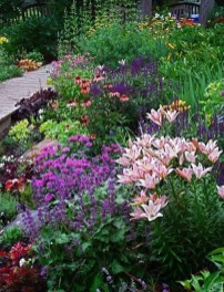 Astonishing Backyard Landscaping Ideas With Flower To Try05