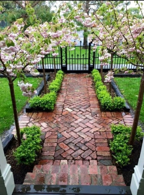 Astonishing Backyard Landscaping Ideas With Flower To Try45