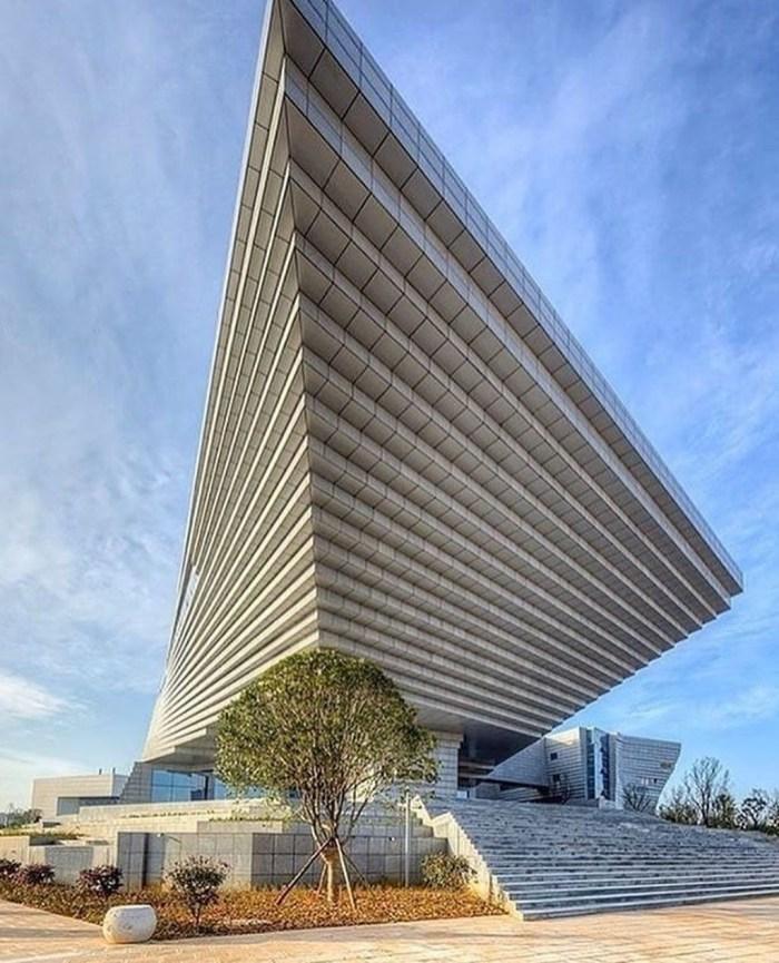 Unbelievable Public Architectural Optical Illusions08