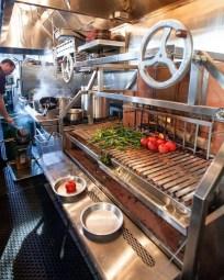 Unique Outdoor Kitchen Ideas For Excellent Restaurants07