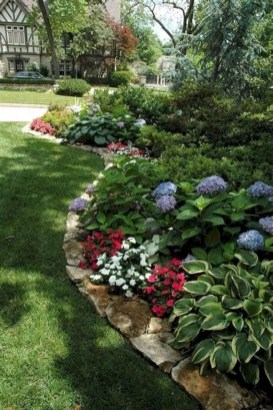Beautiful Simple Front Yard Landscaping Design Ideas03