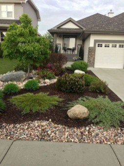 Beautiful Simple Front Yard Landscaping Design Ideas10