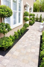 Beautiful Simple Front Yard Landscaping Design Ideas15
