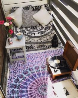 Elegant And Cozy Balcony Ideas10