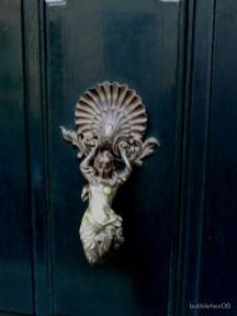 Unique And Elegant Door Decoration Ideas20