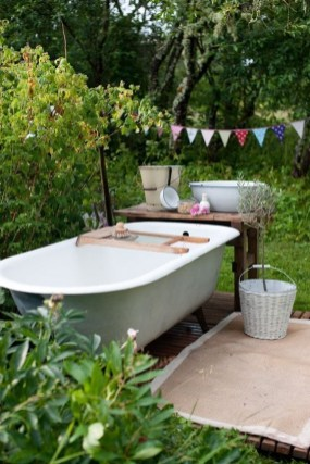 Awesome Outdoor Bathroom Ideas22