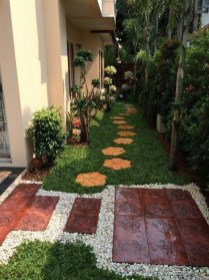 Beautiful Simple Front Yard Landscaping Design Ideas12