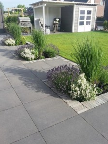 Beautiful Simple Front Yard Landscaping Design Ideas23