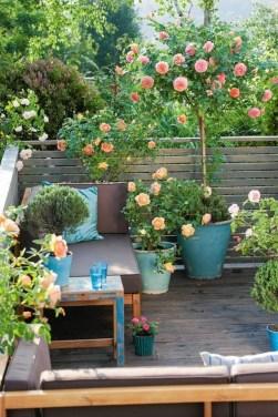 Cozy And Beautiful Green Balcony Ideas09