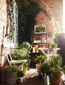 Cozy And Beautiful Green Balcony Ideas19