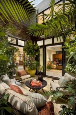 Cozy And Beautiful Green Balcony Ideas24
