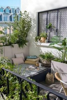 Cozy And Beautiful Green Balcony Ideas25