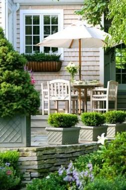 Cozy And Beautiful Green Balcony Ideas33