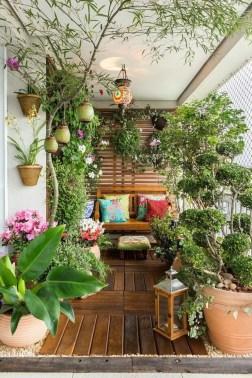 Cozy And Beautiful Green Balcony Ideas34