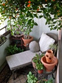 Cozy And Beautiful Green Balcony Ideas41