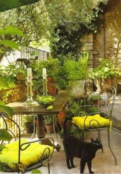Cozy And Beautiful Green Balcony Ideas43