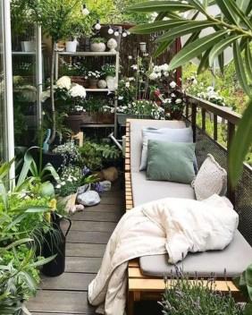 Cozy And Beautiful Green Balcony Ideas45
