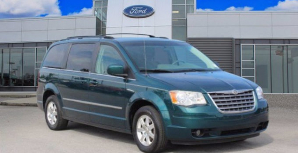 2022 Chrysler Town And Country Images