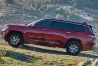 2023 Jeep Grand Cherokee Pictures