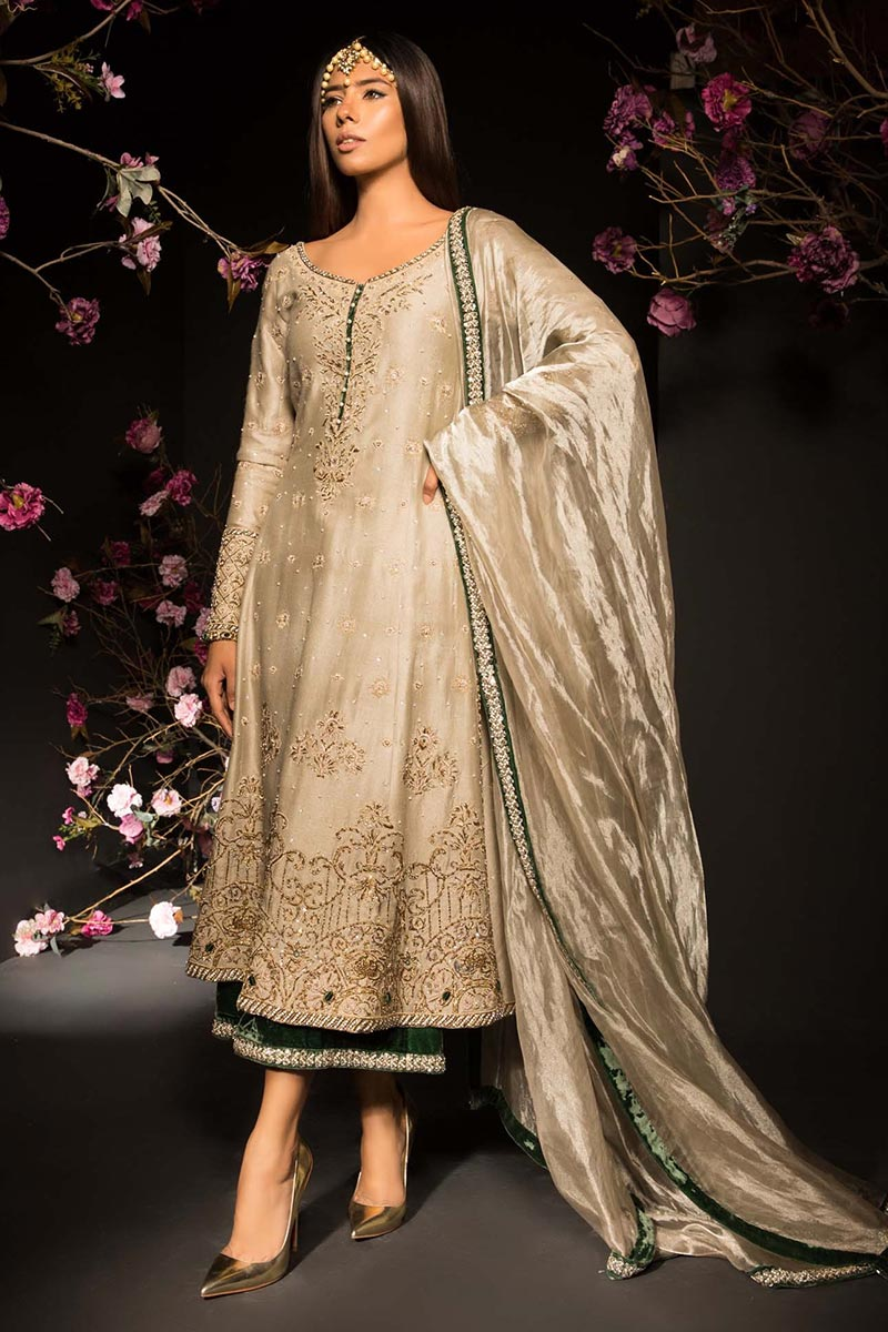 mehendi outfit online for friend's wedding