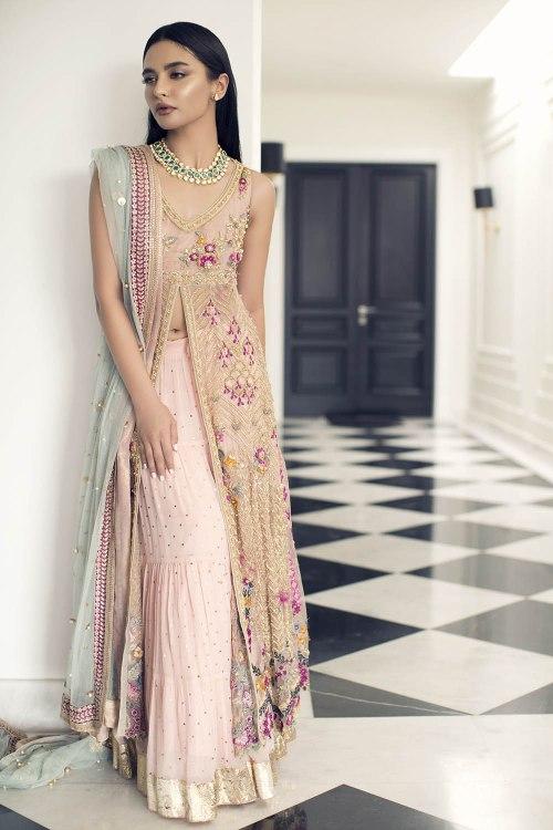 simple mehndi dress for bride