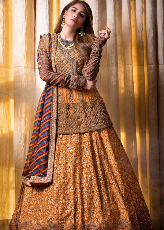 mehndi night dress for bride