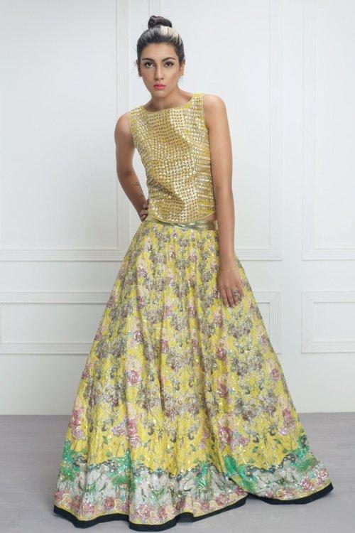 yellow and green mehndi dresses by Saira Shakira