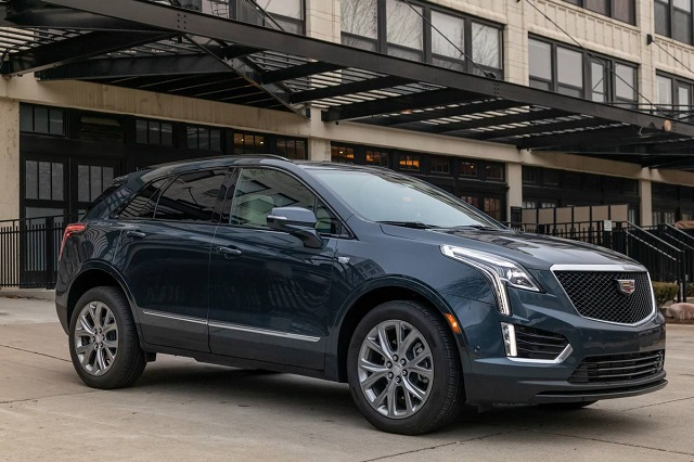 2022 Cadillac XT5 side view