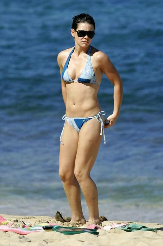 Evangeline Lilly Hot Bikini
