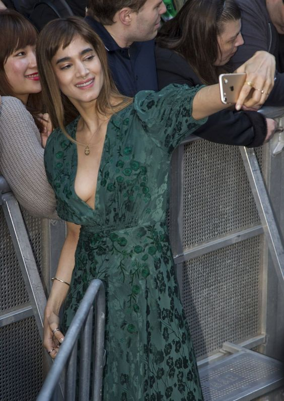 Sofia Boutella Selfie with fans
