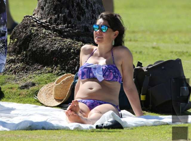 Evangeline Lilly Hot in Bikini