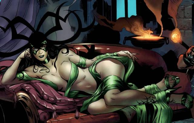 Hela Sexy Cleavage