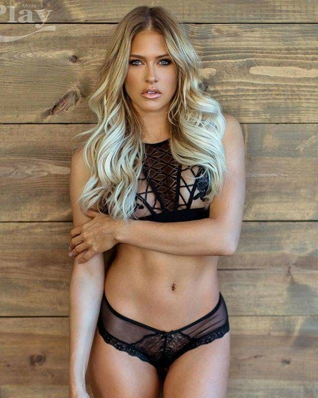 Kelly Kelly Sexy Pictures